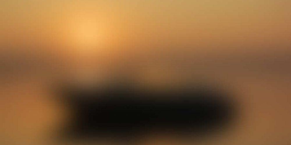 https://cc.edgarbv.com/wp-content/uploads/2014/03/bigstock-Boating-at-Sunrise-8913337.jpg